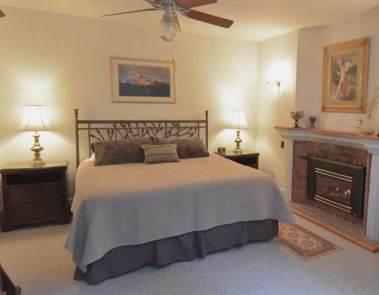 Goldfinch Room with king sized bed, fireplace and ceiling fan